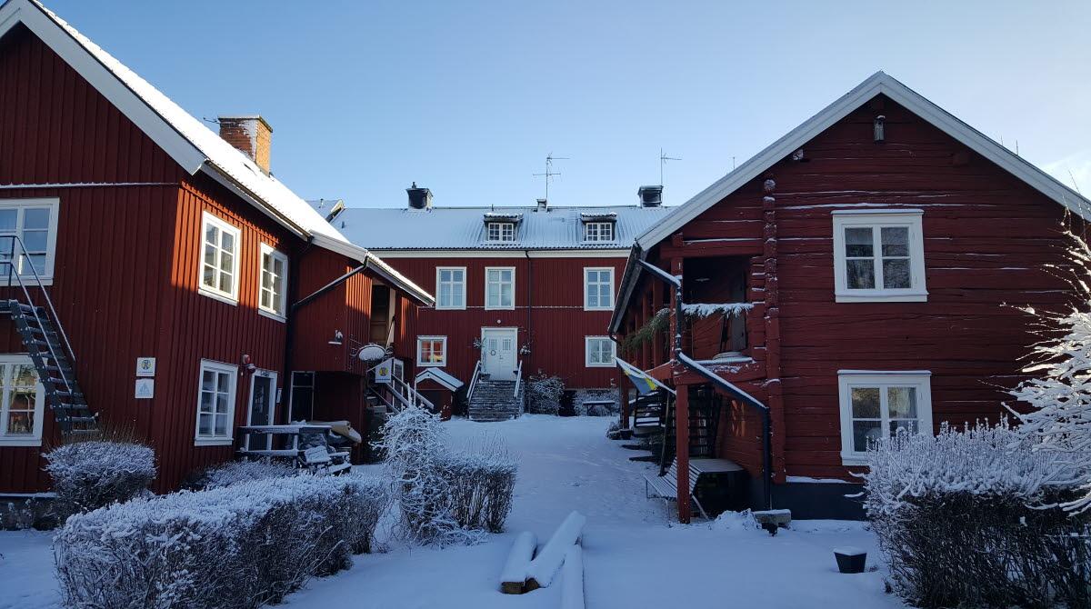 STF Mariestads vandrarhem i vinterskrud.