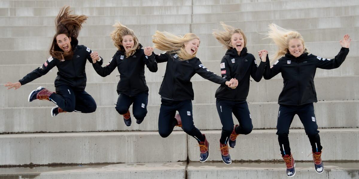 tjejer hoppar
