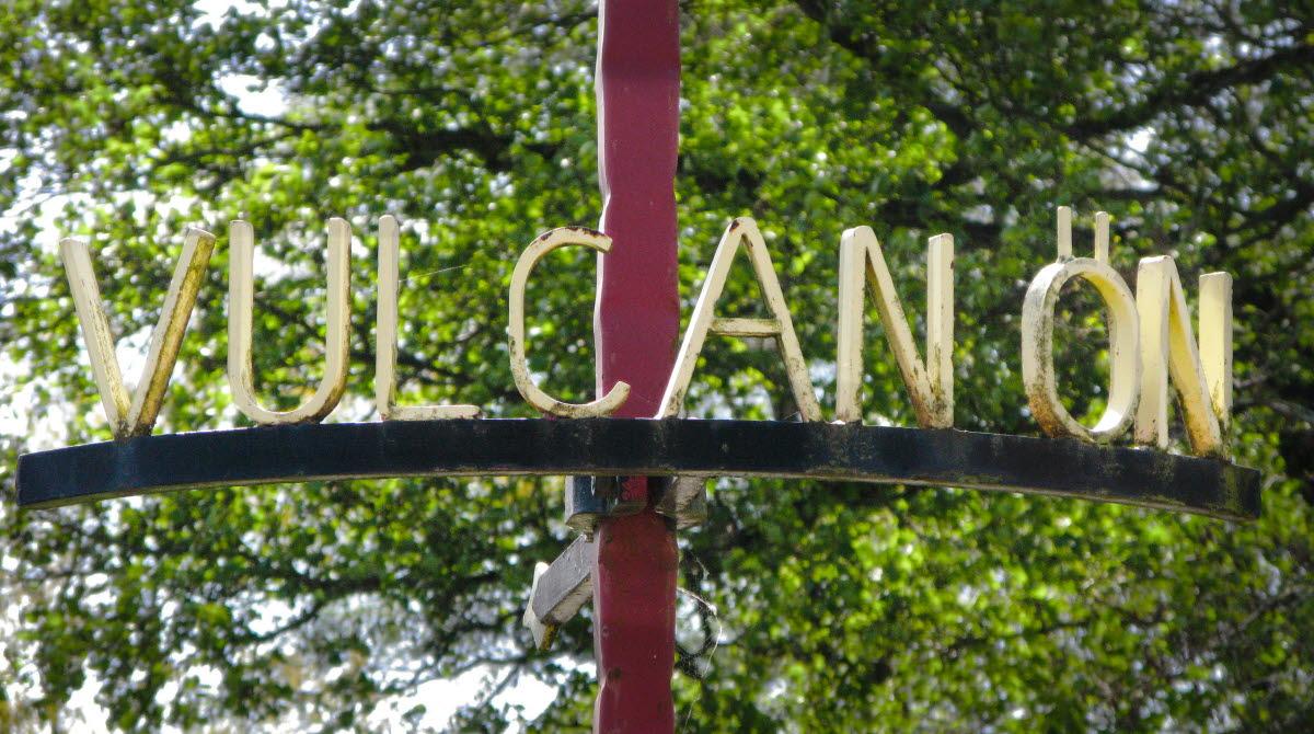 Smidesskylt med texten Vulcanön.