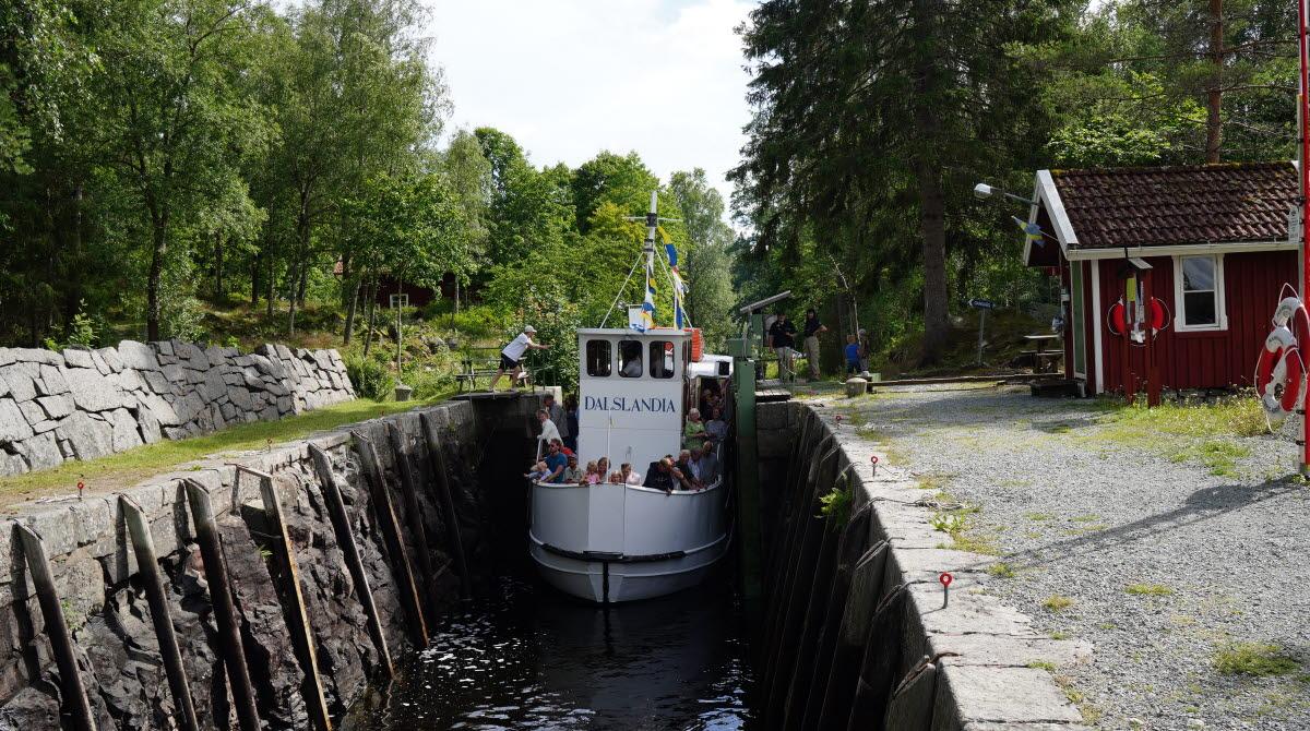 Dalslandia passera sluss vid Dalslands kanal