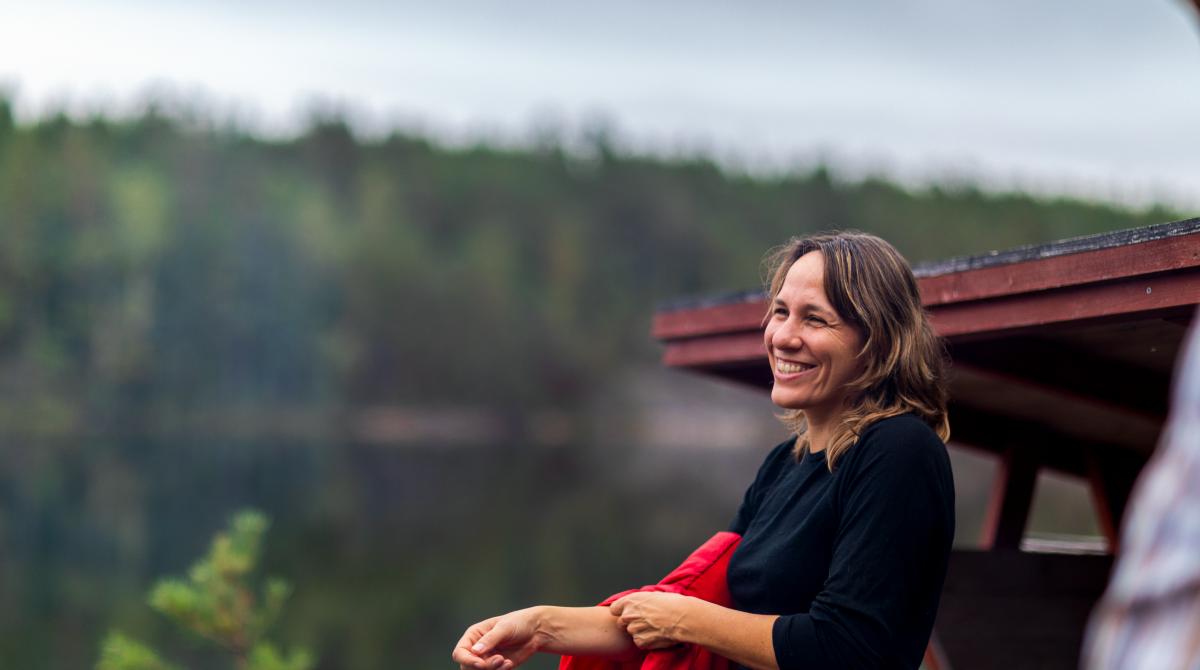Kvinna vid lägerplats i Dalsland