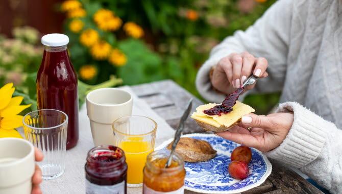 Frukost hos Lekanders Bär & Boende på Tjörn