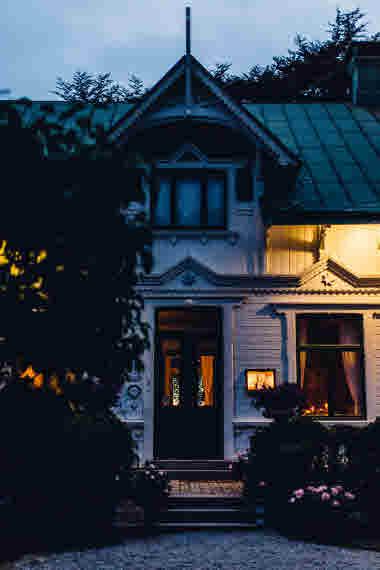 Villa Sjötorp evening- Photo Cred Jeska Hearne, Lobster & Swan