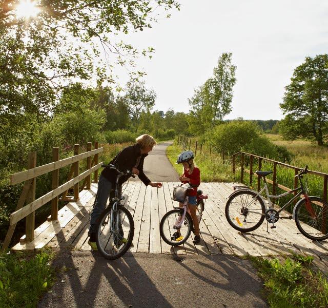 Energi-paus med familjen under cykelturen i Ulricehamn.