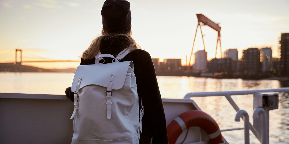 Kvinna i Göteborgs hamn