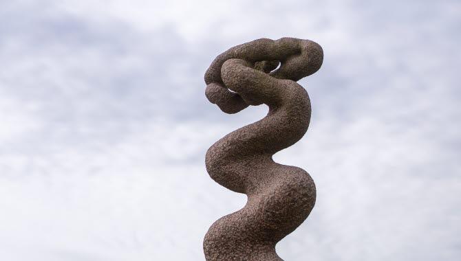Skulpturen Ström i Trollhättan