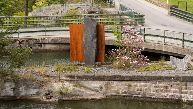 Skulpturen Door and Canal i Trollhättan