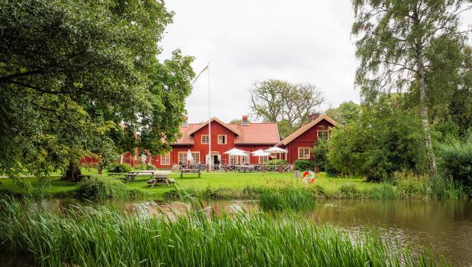 Sundsby Säteri, Tjörn