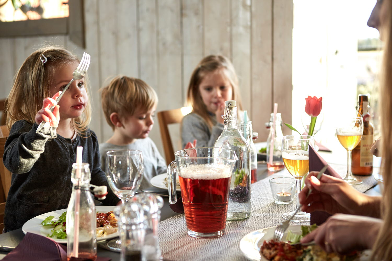 Children eating at Wrågården restaurant - Photo Cred Jonas Ingman