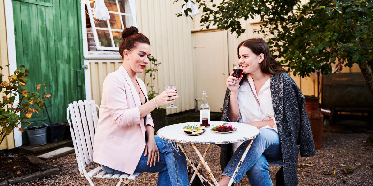 Women haveing a swedish fika in Alingsås