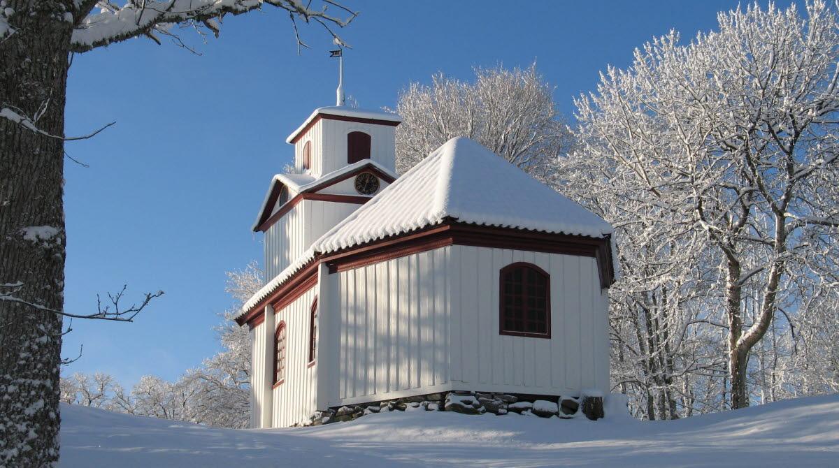 Öijareds kapell i vacker vintersnö.