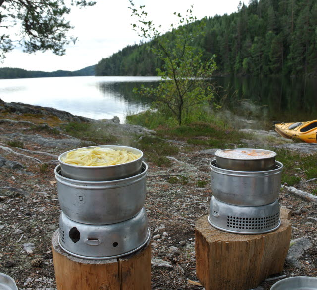 Lunch i beeing prepared on a gasstove with lake view.