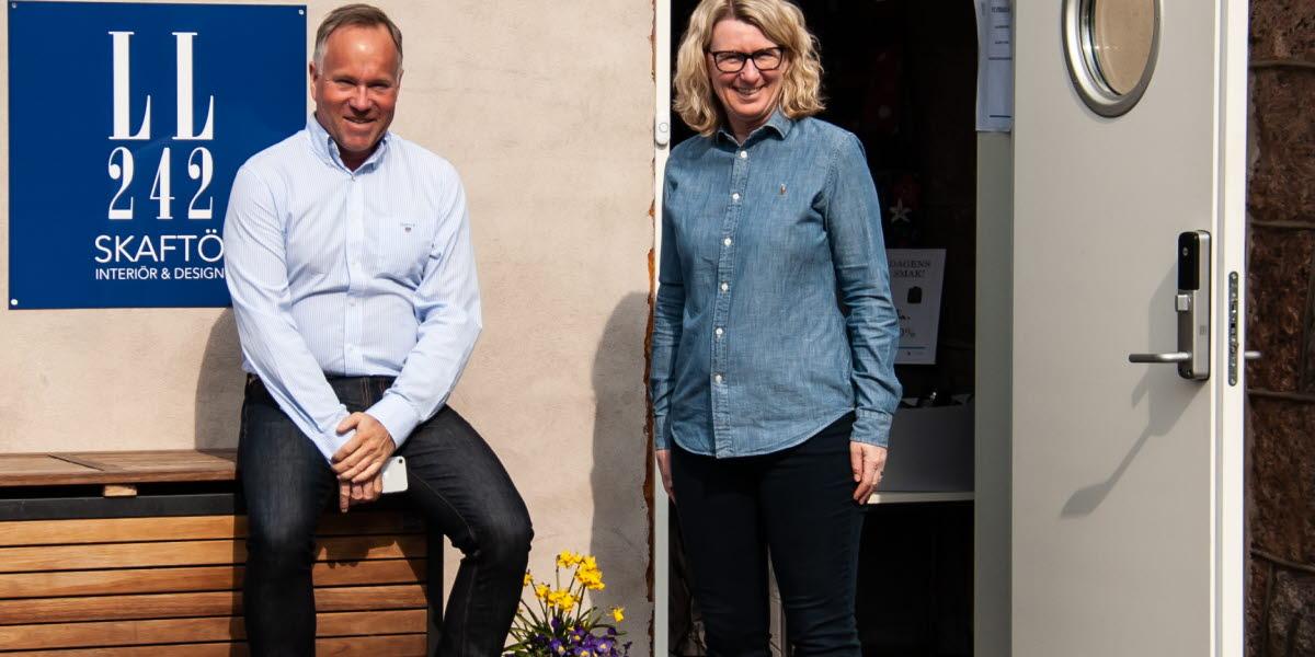 Peo Hellberg och Madelene Ahl driver presentbutiken LL 242 Skaftö som ligger på Östersidan, Skaftö.