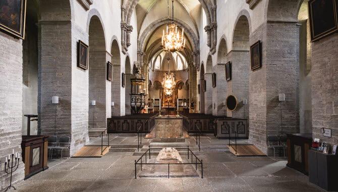 Bild av Varnhems klosterkyrka invändigt