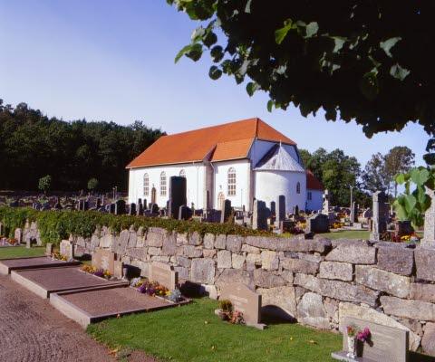 Skee kyrka, en av Bohusläns äldre kyrkor från 1100-talet.