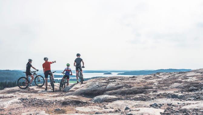Vackra vyer på Ulricehamns mountainbike-leder. På bild är grusgropen i Marbäck.