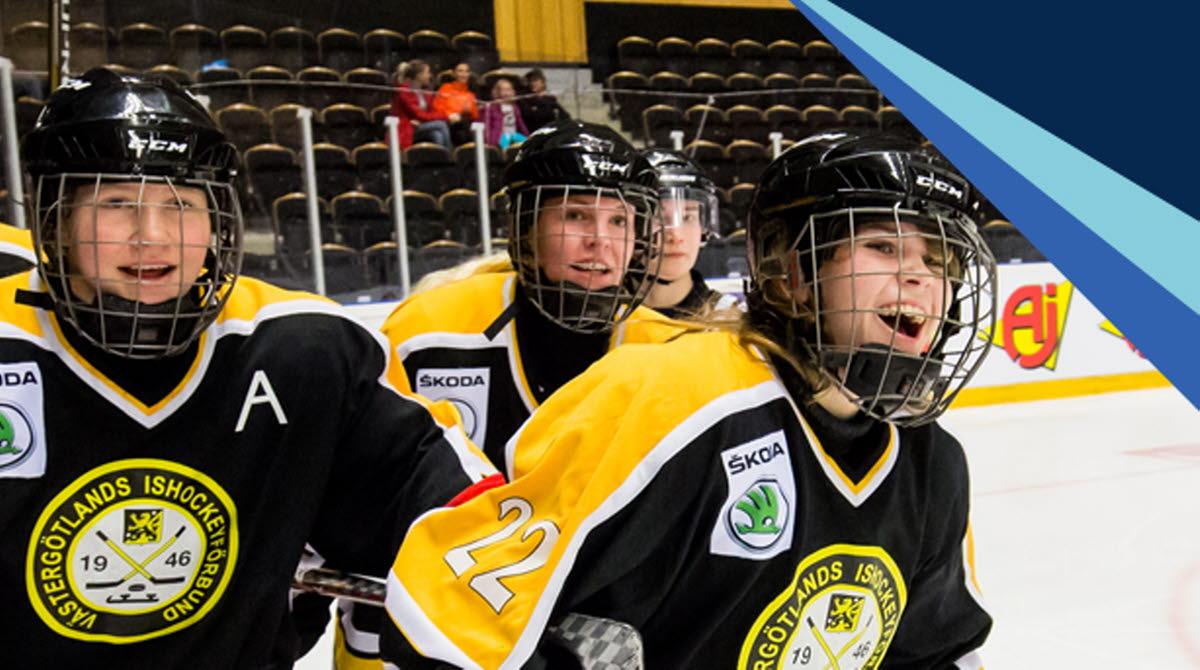 Glada ishockeyspelare på isen samt logotyp för TV-pucken 2021. Montage.
