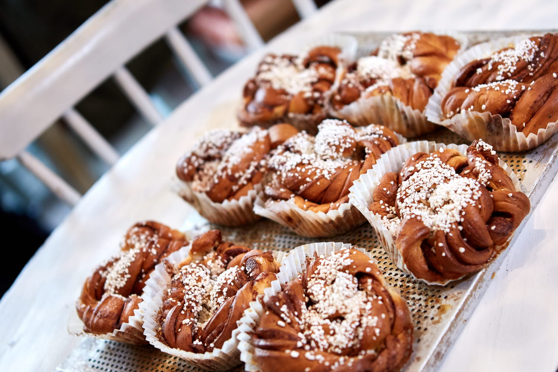 Cinnamon buns on a baking plate - Photo Cred Jonas Ingman.jpg