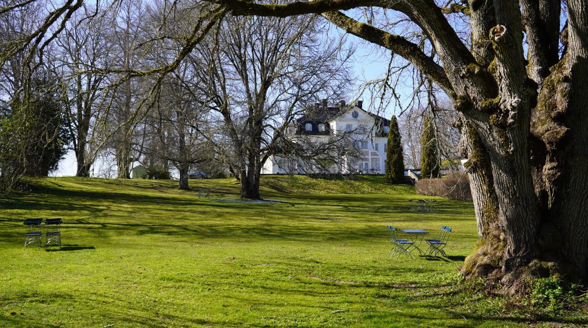 Baldersnäs herrgård  med picknickbord