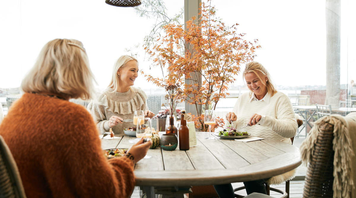 Med vännerna på Restaurang i Hönö klåva
