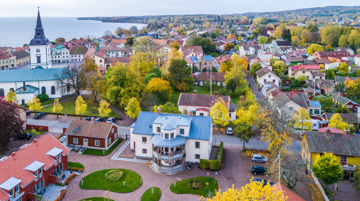 Drone photo overviewing Hjo city center an autumn day.