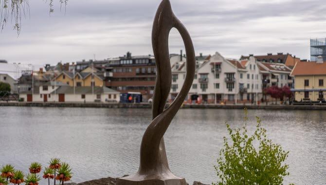 Skulpturen Infinity i Trollhättan