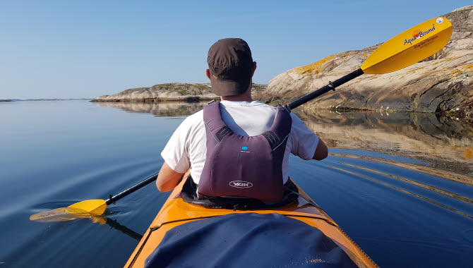 Kajakpaddlare med Scandinavian Kayaking Adventure.
