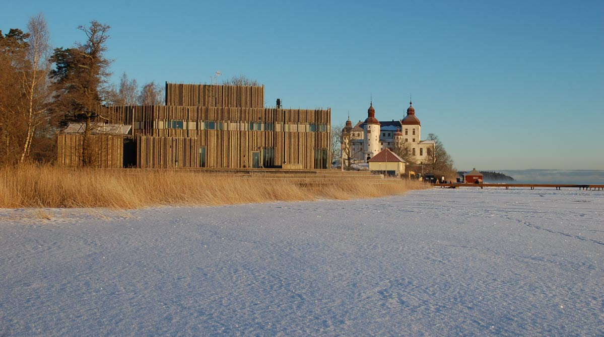 Naturum Vänerskärgården - Victoriahuset with Läckö Castle on the side. In the front is Lake Vänern, covered with snow and ice.