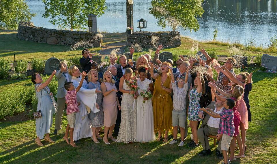 Bröllop, Begravning och Dop av Colin Nutley