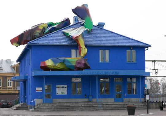 The Blue Orange, Vara Stationshus