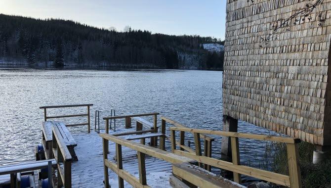 Långeds allmänna bastu vid Dalslands Kanal med badbrygga