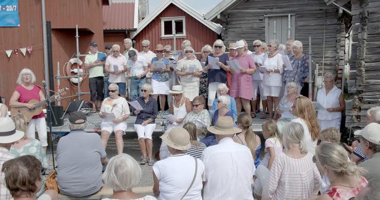 """Gladkören uruppförde nyskrivna körverket """"Grundsunds kanal"""" skrivet av Ulf Dageby. under Kanalfesten 2018"""