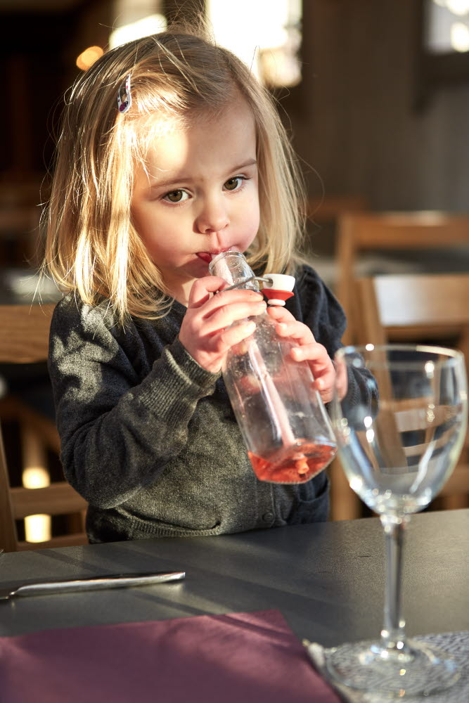 Child drinking lemonade with a straw at Wrågården - Photo Cred Jonas Ingman