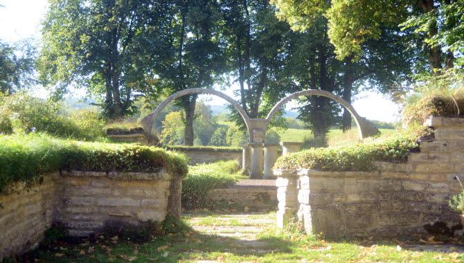 Bågar i Varnhems klosterkyrka.
