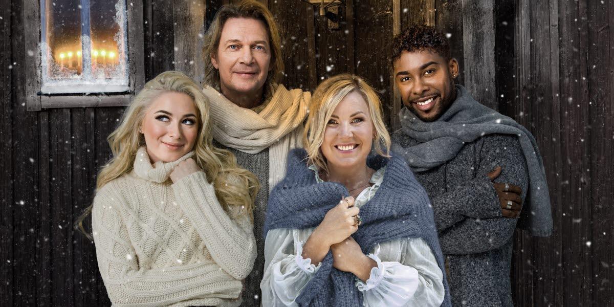 Wiktoria, Tommy Nilsson, Elisa Lindström och John Lundvik ler mot kameran utomhus när det snöar