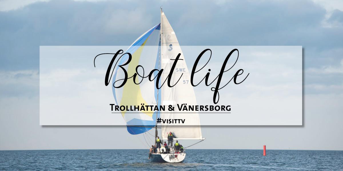 En båt seglar på Vänern.