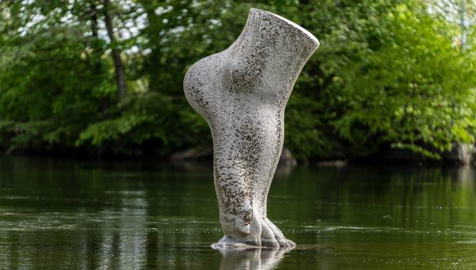 Skulpturen Touch i Trollhättan