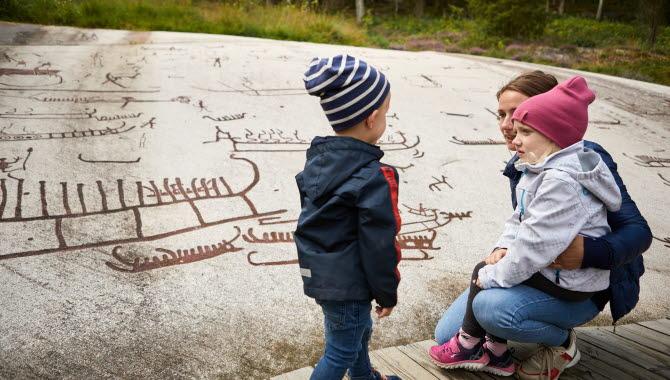 Barn aktiverar sig på Vitlycke museum