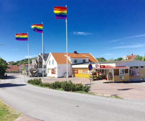 Ica butiken på Björkö ligger på gångavstånd från hamnen