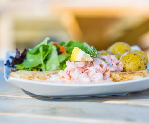Maträtt med fisk på Otterbäckens Sjökrog