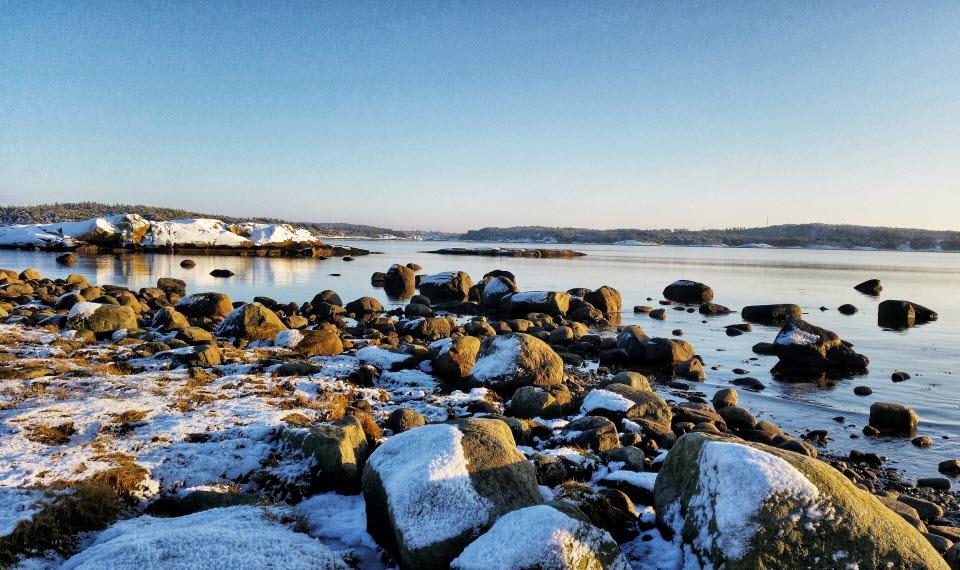 Vintervy över havet på Saltö