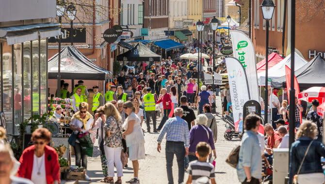 På både våren och hösten äger det rum populära marknader i Ulricehamn