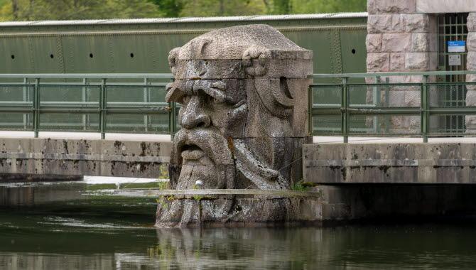 Skulpturen Strömkarlen i Trollhättan