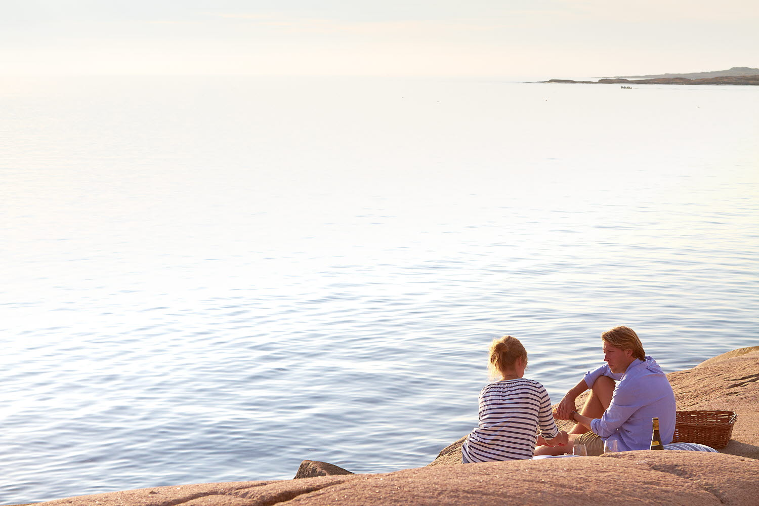 Couple having a picnic by the sea on the cliffs - Photo cred Jonas Ingman