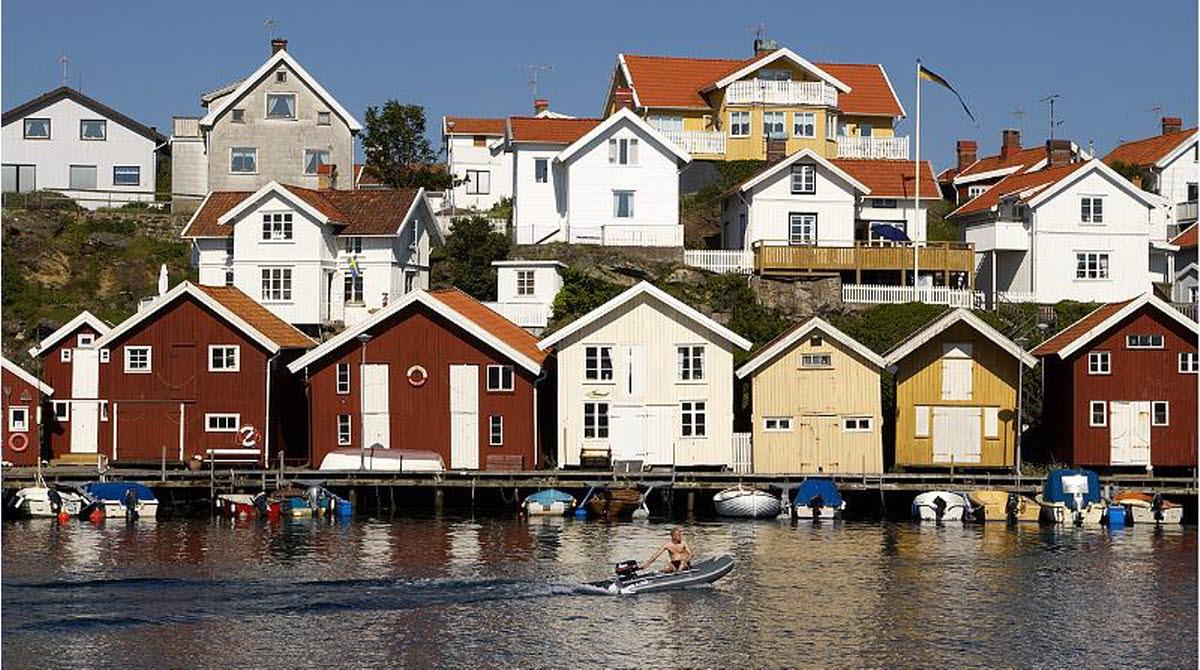 Bryggor och hus i Grundsund