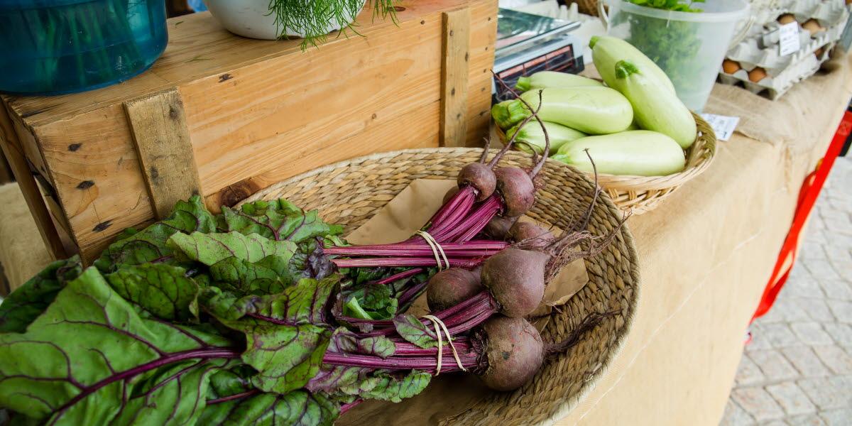 Färska grönsaker från torghandel i Tidaholm.