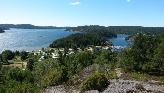 View over Vindöns Camping & Marina, right next to the ocean.