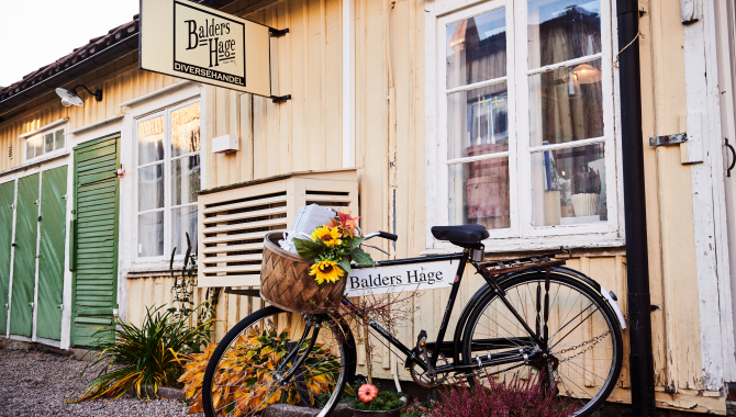 Bike parked outside Café in Alingsås