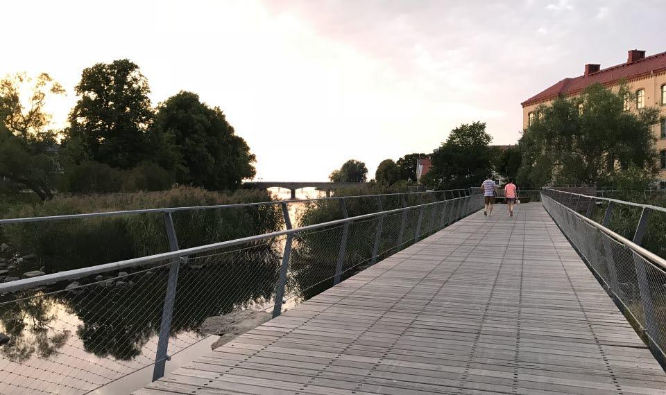 Universitetsbron över ån Tidan i centrala Mariestad.