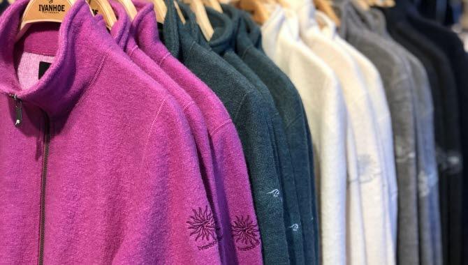 Fina tröjor av ull i Ivanhoe butiken.